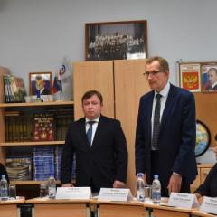 a.sobolev_i_a._mochalov_predstavili_rukovoditelyam_shkol_proekt_ranney_proforientacii.jpg