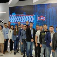 delegaciya_rukovoditeley_i_molodezhi_na_maks-2019_na_stende_ao_odk.jpg