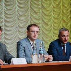 upravlyayushchiy_direktor_odk-kuznecov_aleksey_sobolev_sleva_prinyal_uchastie_v_plenarnom_zasedanii_konferencii.jpg